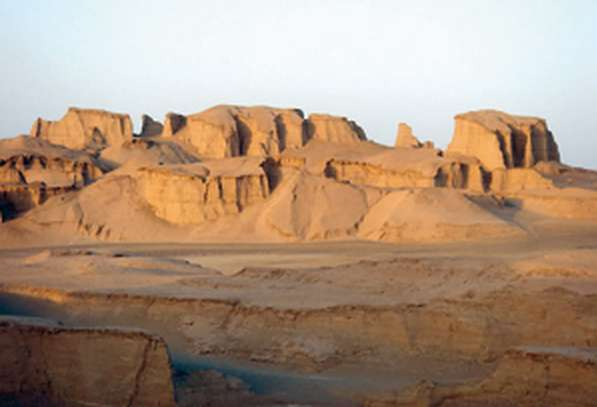 posto-caldo-terra-deserto-di-lut