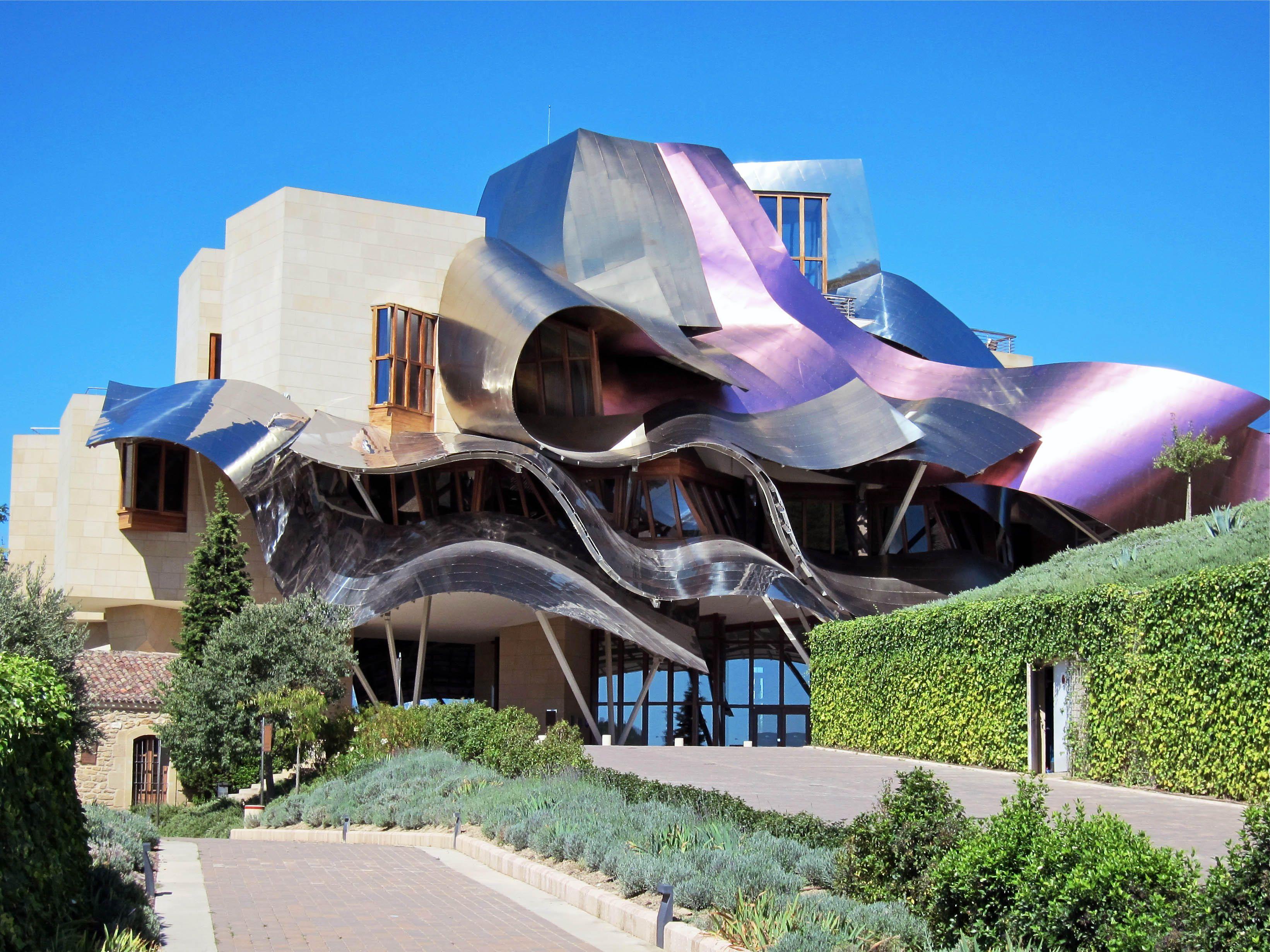 Frank gehry l 39 architetto contemporaneo rivoluzionario for Hotel marques de riscal