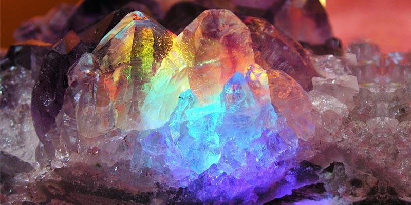 Cristalloterapia- 5 cristalli per equilibrare le emozioni 1-800x400