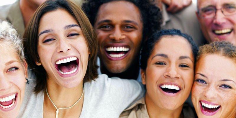 5 persone famose morte ridendo 1-800x400