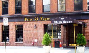 Gustare la bistecca più grande d'America da Peter Luger-300x180