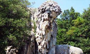 La statua del Gigante dell'Appennino-300x180