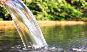 Acqua filtrata e acqua naturale di sorgente-300x180