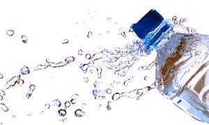 Acqua minerale e acqua fluorizzata-300x180