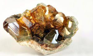 Granato Andradite var. Demantoide e Granato Andradite var. Topazolite-300x180