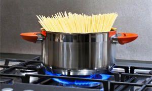 Cuocere la pasta-300x180