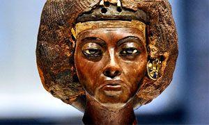 La regina Tiye-300x180
