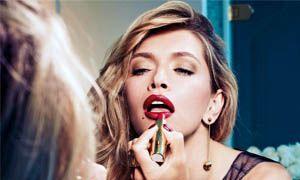 Le donne amano mettersi il rossetto-300x180
