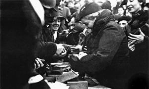 """Nel """"ventennio"""" gli italiani regalarono gli anelli nuziali a Mussolini-300x180"""