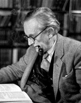 John Ronald Reuel Tolkien-260x300