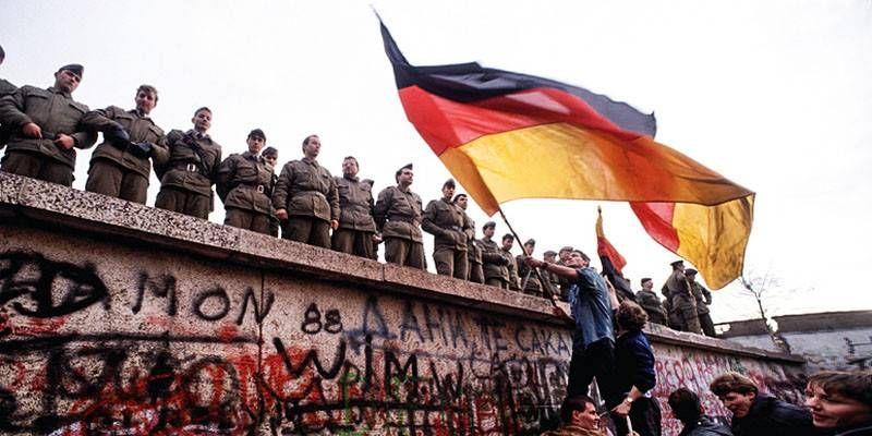 La fine dei regimi comunisti1