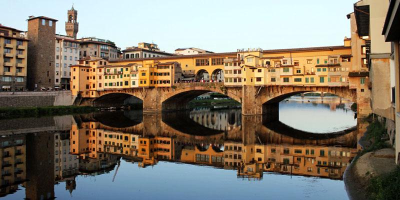 Ponte Vecchio, uno dei ponti più famosi del mondo e simbolo del capoluogo  toscano   best5.it