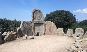 La-tomba-dei-giganti-300x180