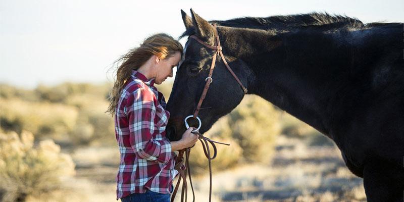 donna-con-cavallo-8-800x400