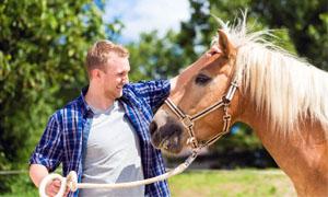 uomo-con-cavallo-5-300x180