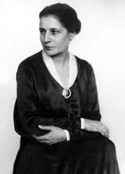 Lise Meitner-1-180x250