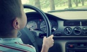 1-bambino-che-guida