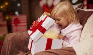 3-bambina-regalo
