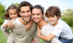 4-bambini-con-genitori