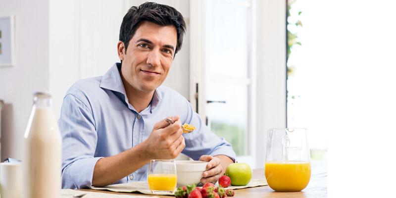 persona che fa colazione-5-800x400