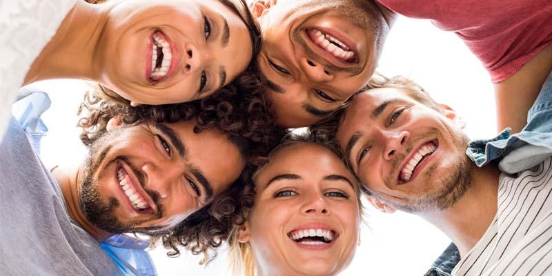 persone felici-4-800x400