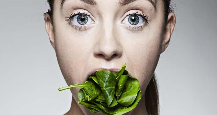 persona mangia spinaci