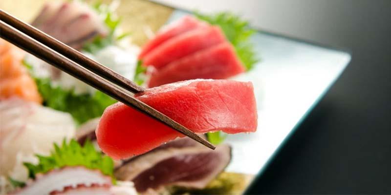 mangiare pesce crudo-4-800x400