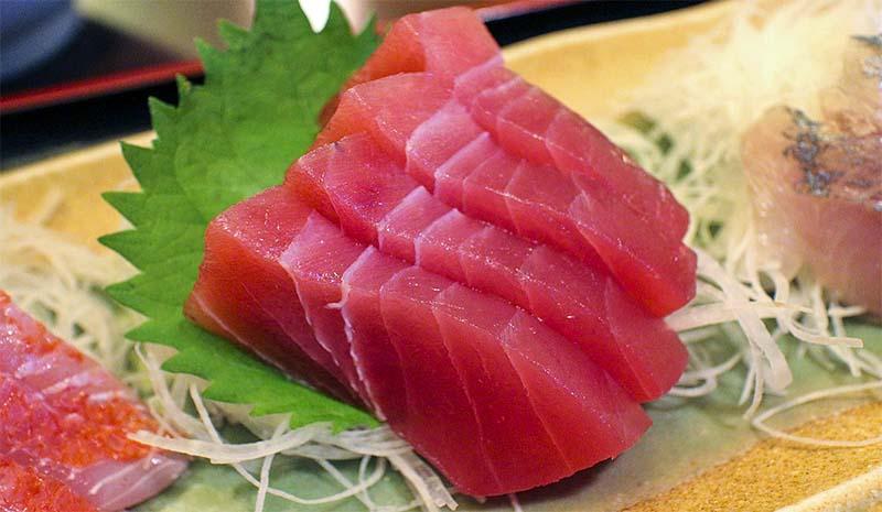 mangiare pesce crudo-6-800x400