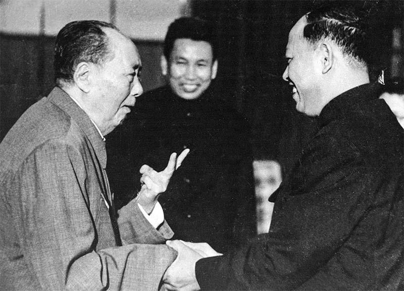 Pol Pot con Mao-2-800x400