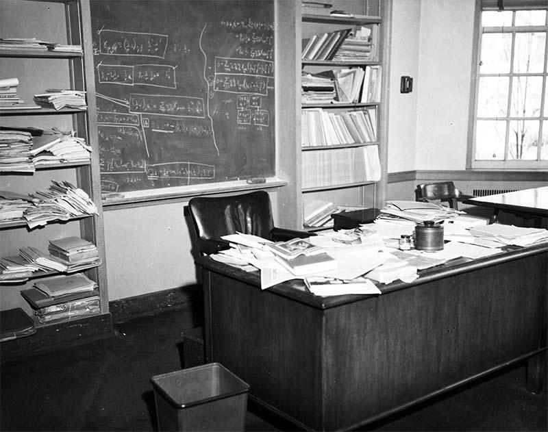 scrivania di Einstein-8-800x400